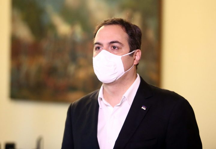Paulo Câmara destaca queda nos números de Covid-19 no Estado e pede reforço nas ações de prevenção