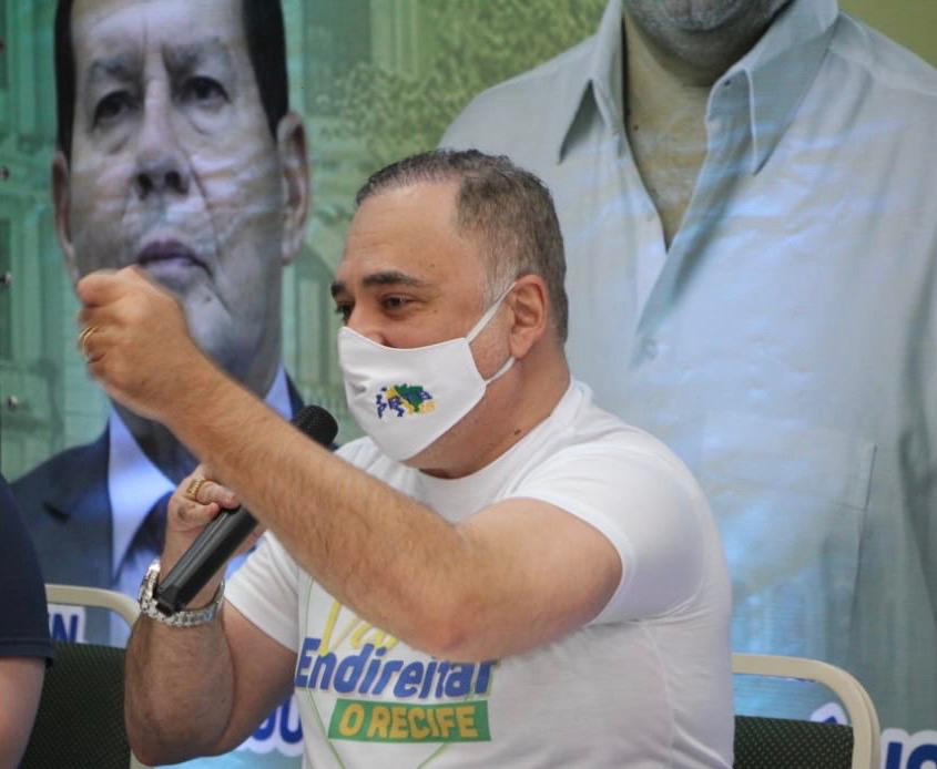 No Recife, Marco Aurélio realiza adesivaço no primeiro dia de campanha