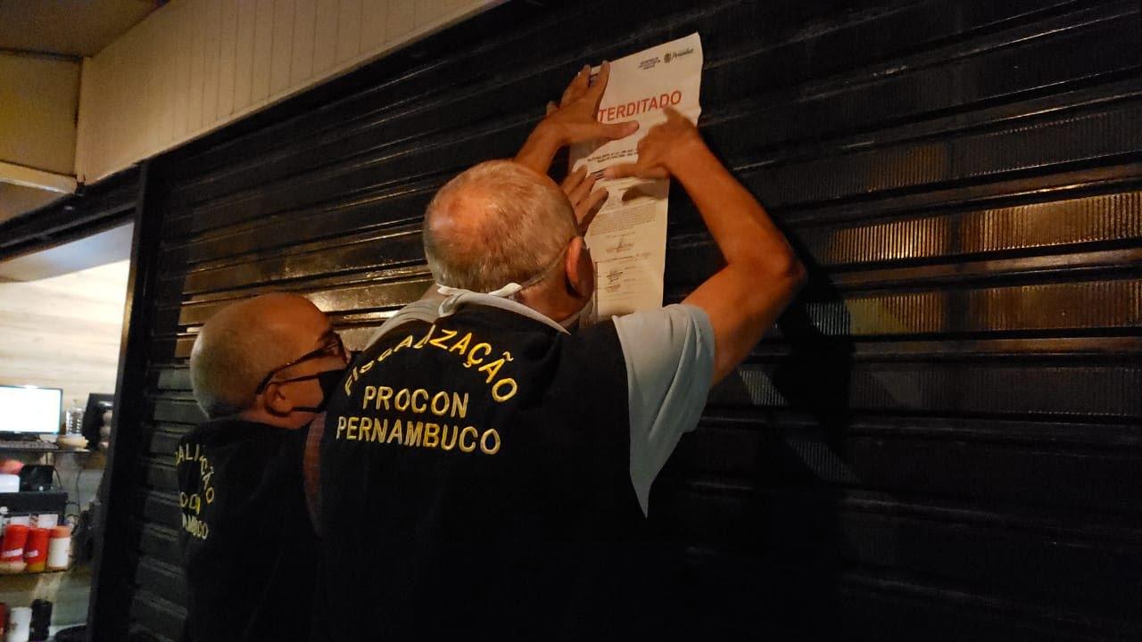 Procon de Pernambuco interdita bar no Recife por causa da aglomeração de pessoas