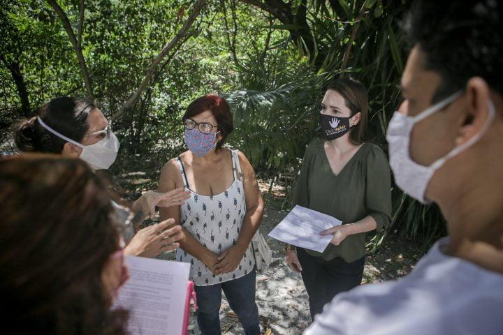 Delegada Patrícia se reune com pessoal da causa animal