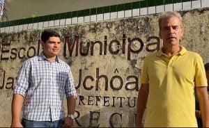Em Jardim Uchoa, Alberto Feitosa escuta problemas da população