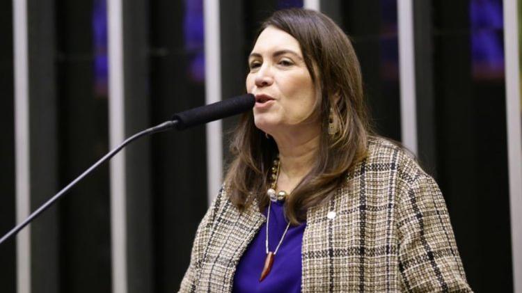 Deputada Bia Kicis propõe fim do uso obrigatório da máscara