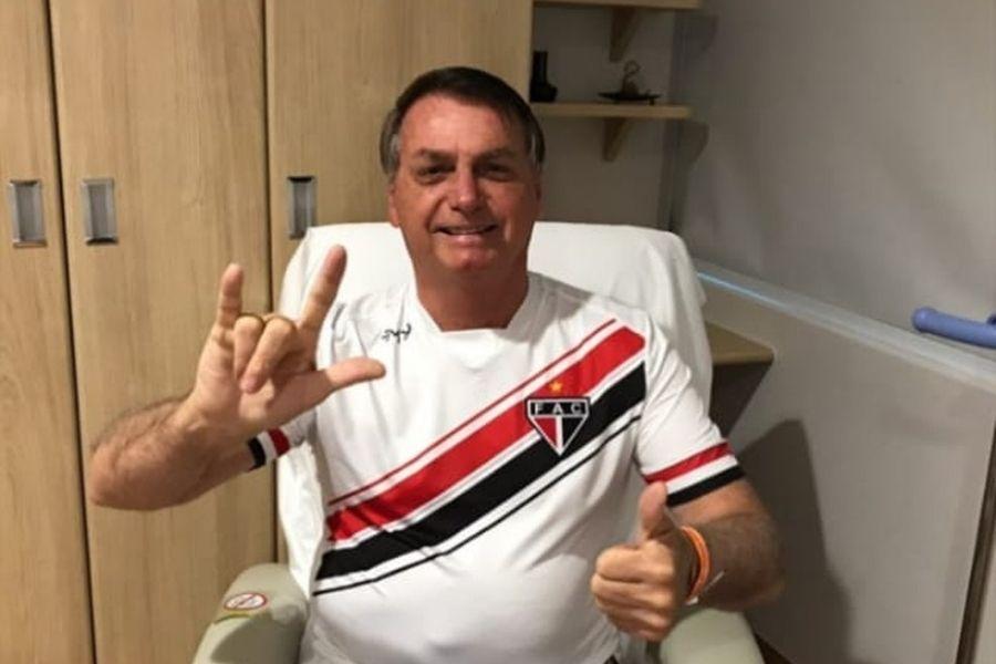 Após cirurgia, Presidente Bolsonaro acorda bem disposto