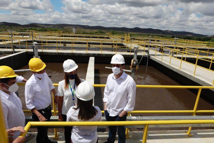 Paulo Câmara entrega obra de saneamento básico no Agreste