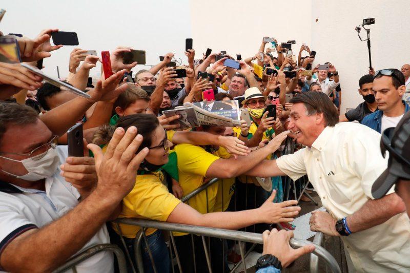 Bolsonaro é recebido por eleitores no MT para entrega de títulos rurais e lançamento da safra de soja