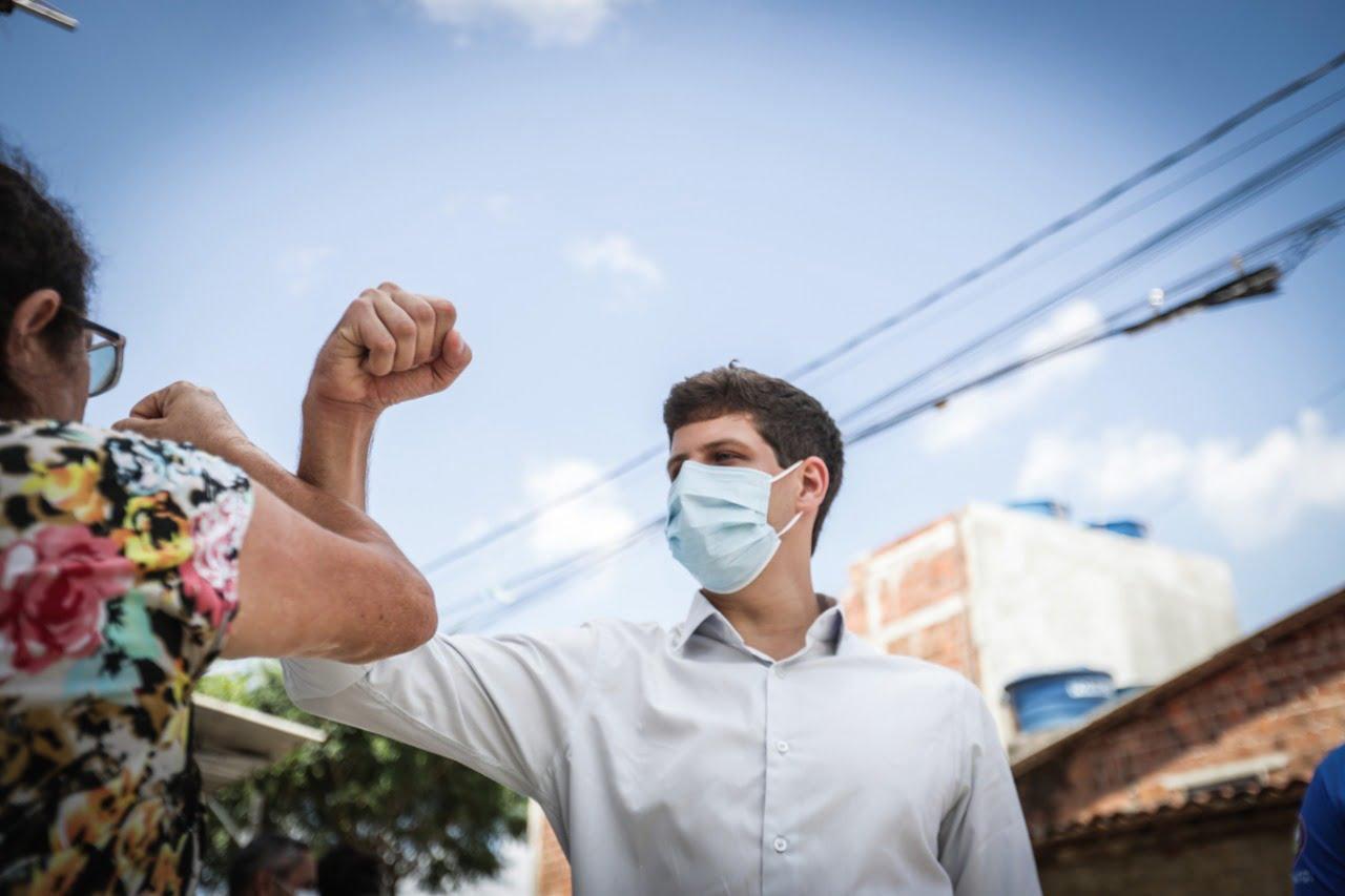 Durante sua passagem pelo bairro, João conversou com moradores, ouvindo as principais demandas e defesa da população e suas prioridades.