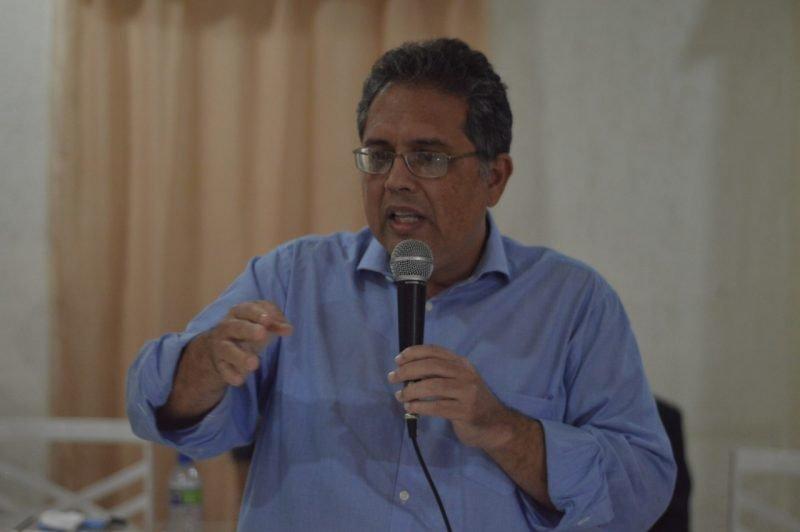 Celso Muniz começa campanha eleitoral em Olinda com carreata e adesivaço
