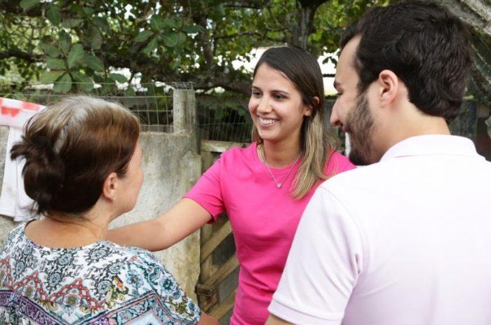 No Recife, Andreza Romero inicia campanha com carreata