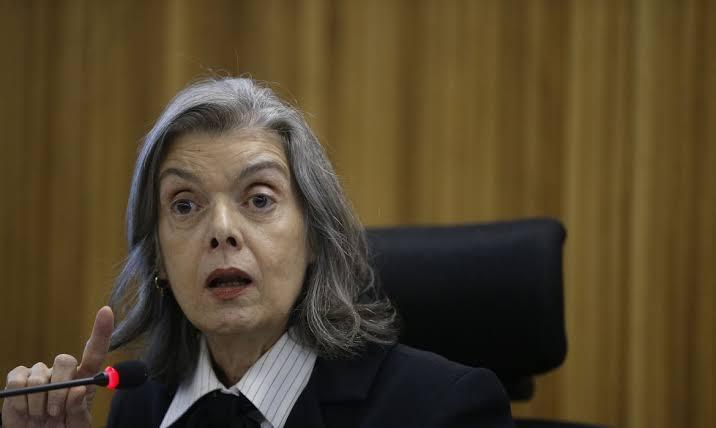 Carmen Lúcia dá cinco dias a Bolsonaro para justificar presença de militares na Amazônia