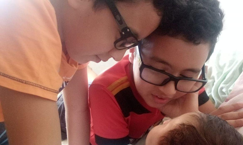 No Recife Primeiro, a família dos gêmeos Mateus e Cauã não conhecia a doença granulomatosa crônica, que afeta o sistema imunológico.