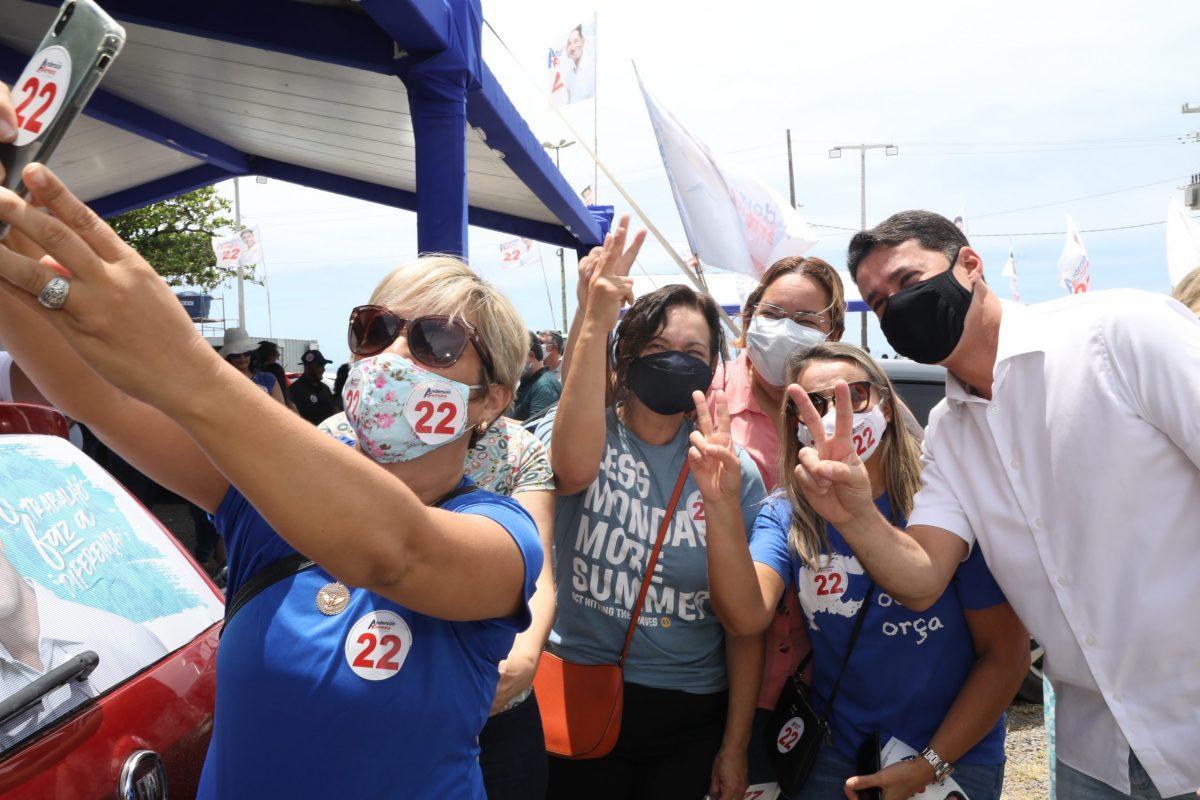Adesivaço marca sábado de campanha de Anderson Ferreira no Jaboatão