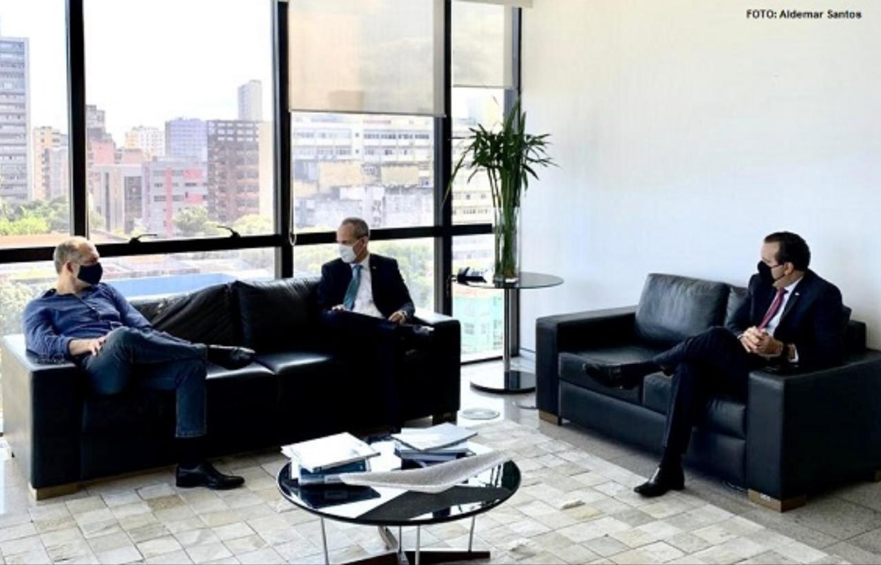 Secretário de Educação visita TCE para falar sobre retorno às aulas em Pernambuco