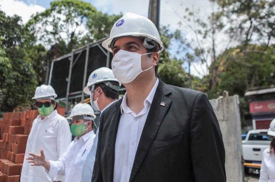 Governador visita obras de laboratório no bairro de Dois Irmãos