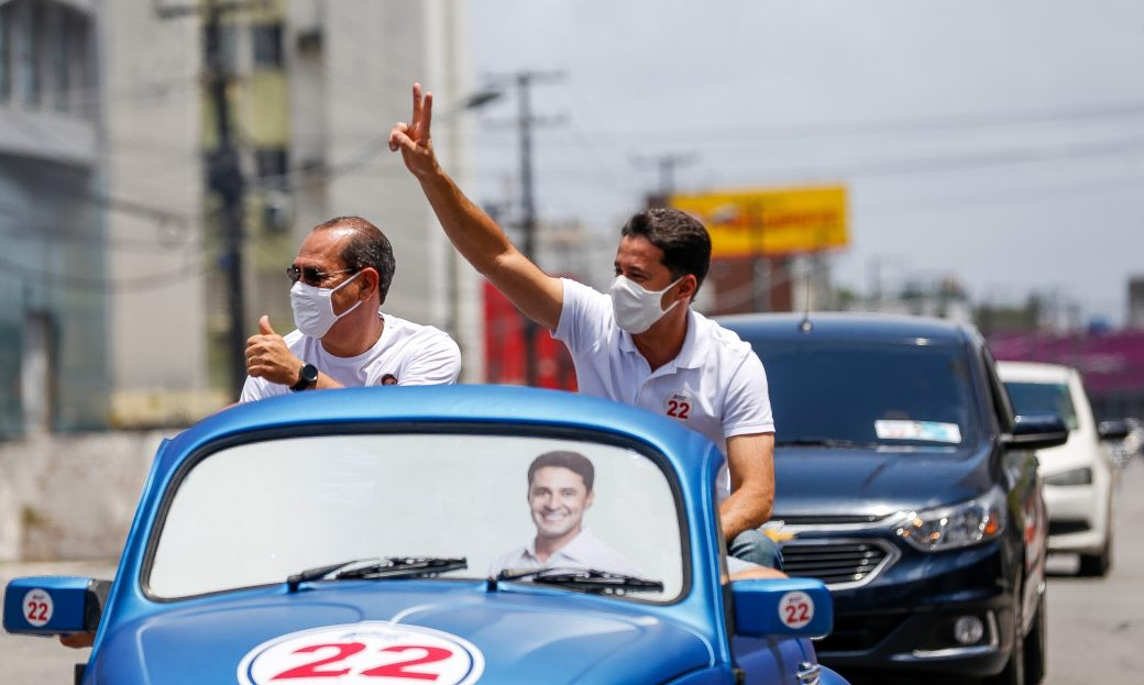 Anderson Ferreira acompanha carreatas em domingo de campanha