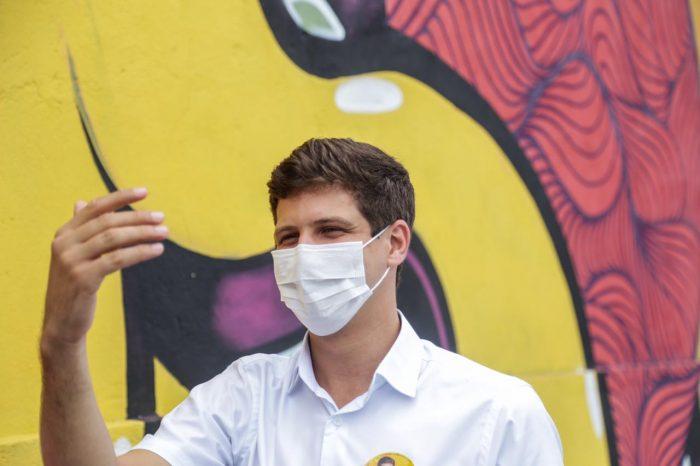 João Campos propõe reforma de mil escadarias em áreas de morro