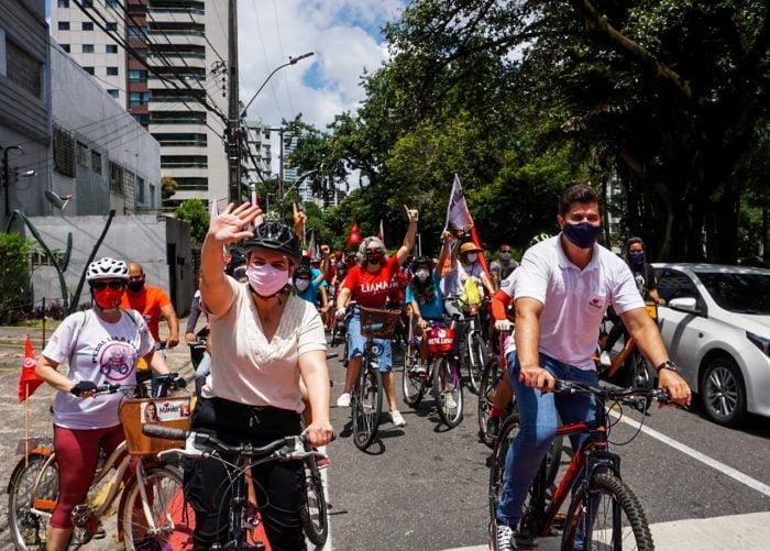 Marília realiza pedalada e destaca ritmo forte da campanha nas ruas