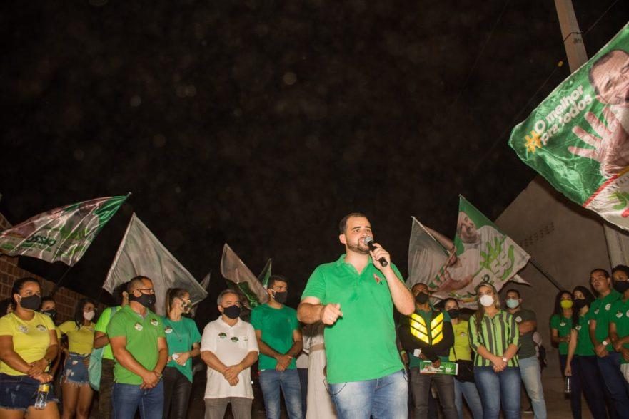 Lossio Filho realiza caminhada, levando a onda verde ao bairro Cacheado