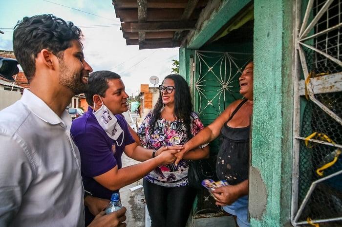 Em Paulista, Padilha e Robertinho conversam com moradores nas ruas de Jardim Velho