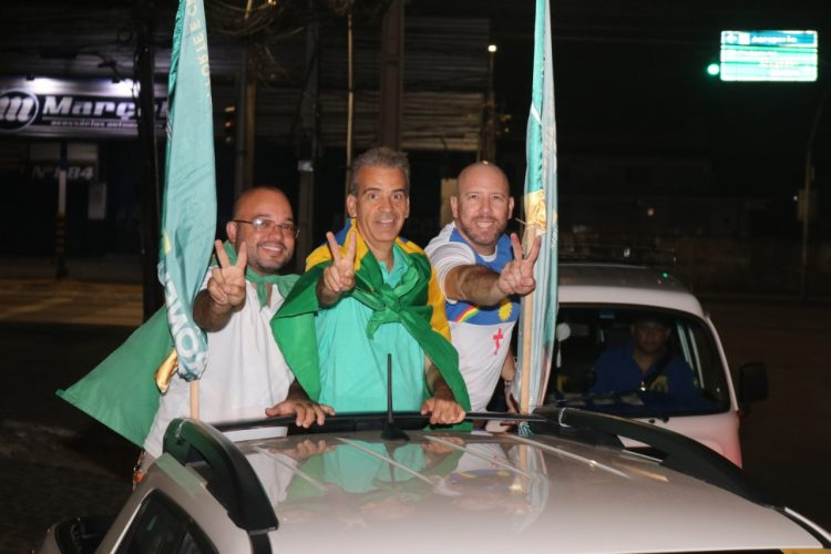 Em carreata, Coronel Feitosa afirma que vai livrar o Recife das amarras da esquerda