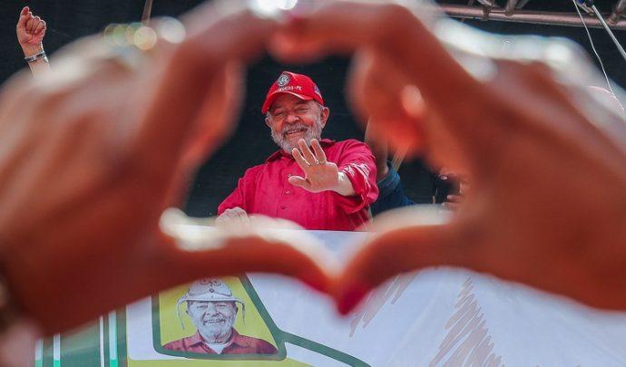 Ex-presidente Lula completa 75 anos e recebe parabéns nas redes sociais