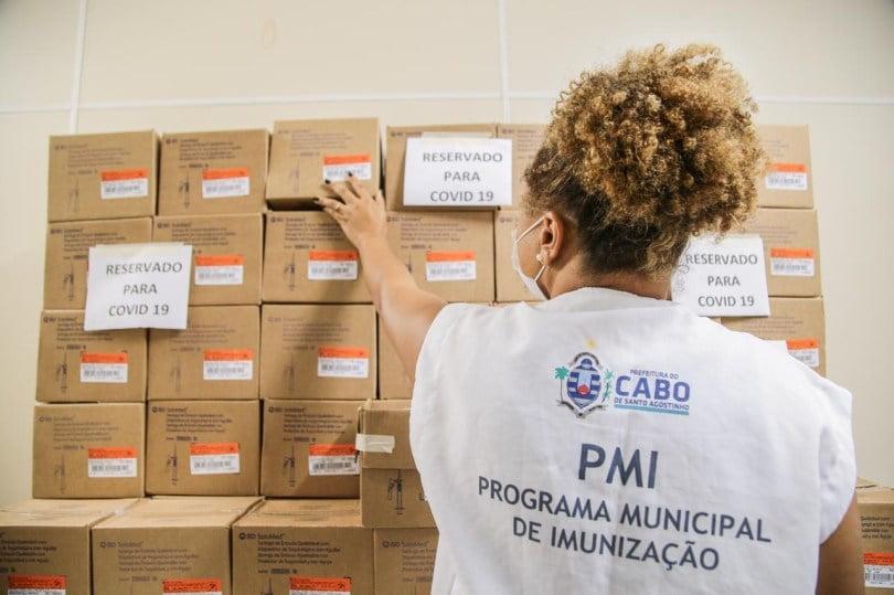 Prefeitura do Cabo recebe lote de seringas para vacinação contra Covid-19