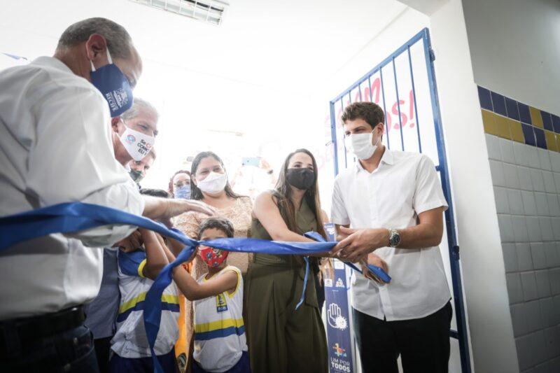 João inaugura Escola no Morro da Conceição; é a primeira entrega de seu governo