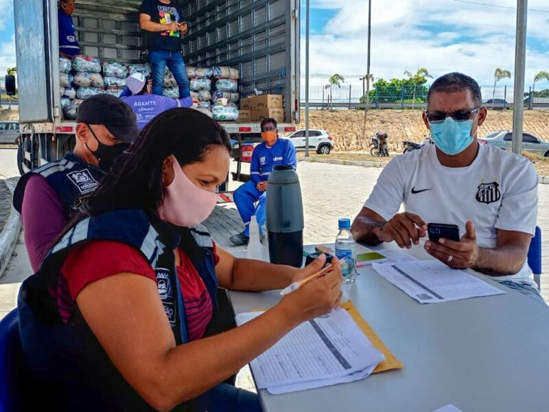 Jaboatão realiza entrega de alimentos a instituições e a profissionais de transporte escolar