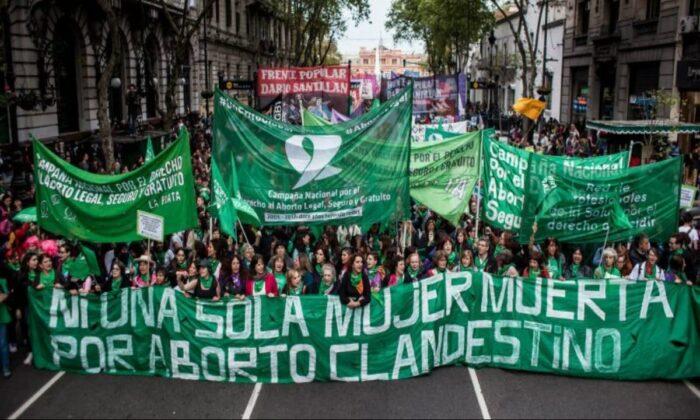 Chile deve debater legalização do aborto como na Argentina