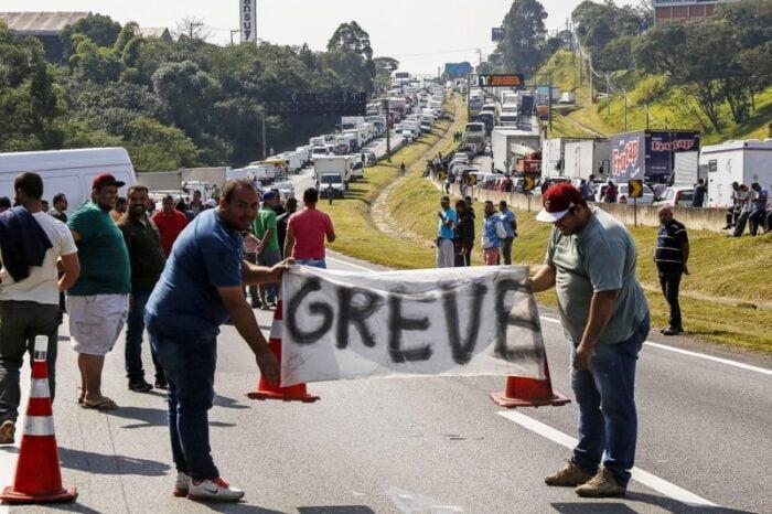 Brasil pode vivenciar greve dos caminhoneiros em fevereiro, diz ANTB