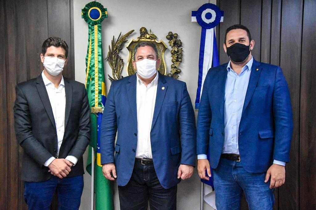 Presidente da Alepe, Eriberto Medeiros recebe o prefeito do Recife, João Campos