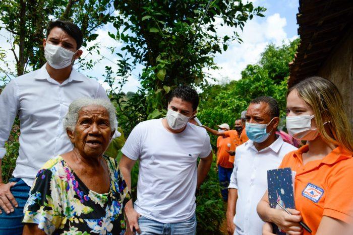 Vereador Paulo André segue vistoriando obras e acompanhando a colocação de lonas nas áreas de risco no Bairro dos Estados