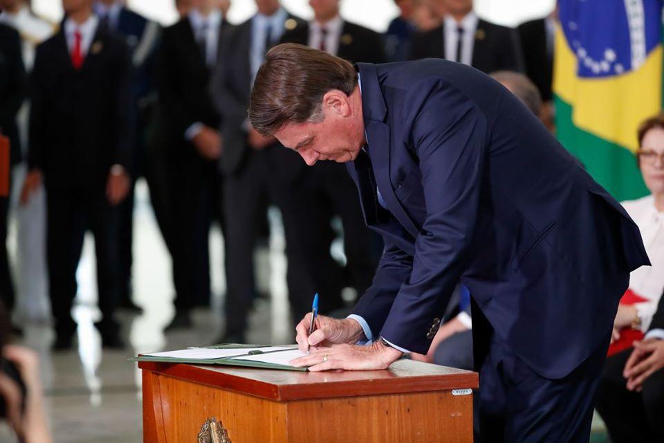 Bolsonaro sanciona Lei que define sobras de voto em eleições proporcionais