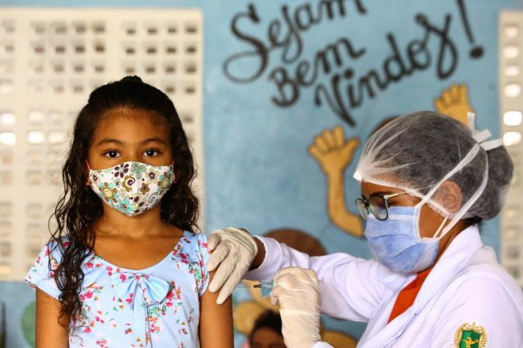 Vacina da Pfizer contra Covid-19 é segura e eficaz para crianças de 5 a 11 anos, garante fabricantes