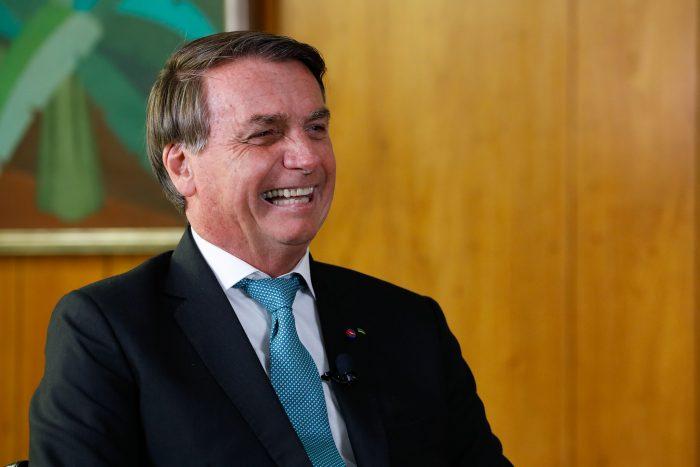 Bolsonaro assina decreto que impede compra de bens de consumo de luxo pelo Governo Federal