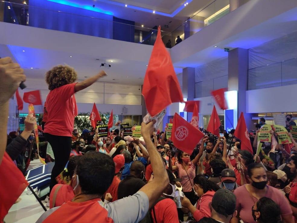 MTST ocupa prédio da bolsa de valores em SP em protesto contra fome e a precarização do trabalho