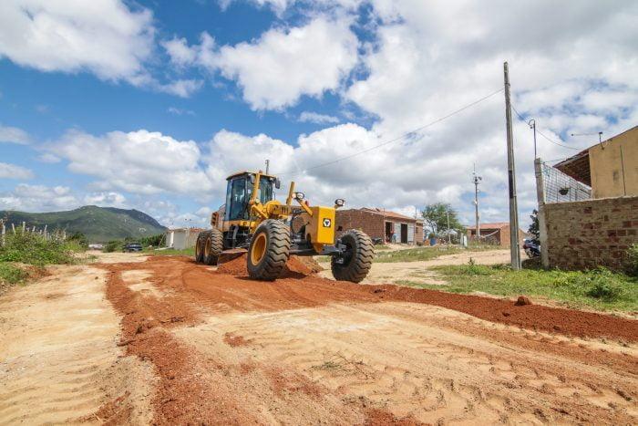 Caruaru segue realizando manutenção de estradas da zona rural; sete rodovias já foram recuperadas no mês de setembro