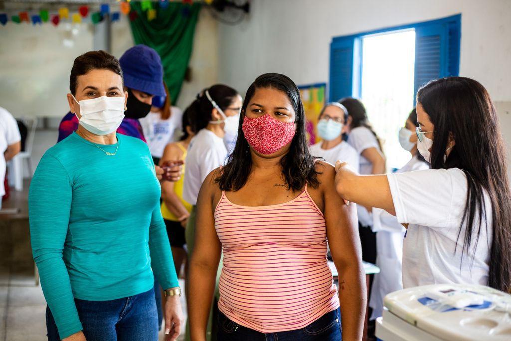 Prefeita Elcione Ramos anuncia novo mutirão de imunização contra Covid-19 em Igarassu