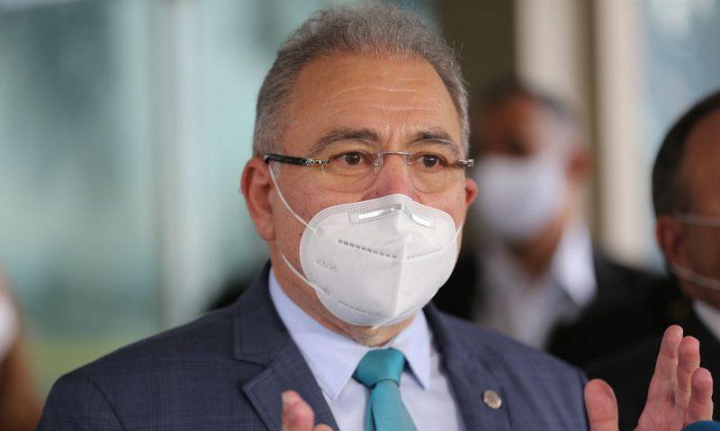Ministro Marcelo Queiroga anuncia dose de reforço na vacinação contra Covid-19 para profissionais de Saúde