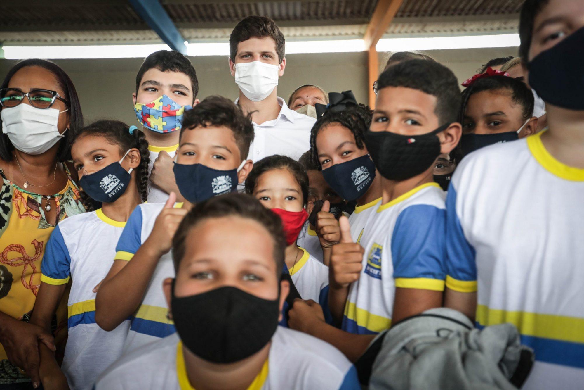Com entrega de nova escola municipal na Estância, Recife amplia oferta de vagas em quase 30% na região