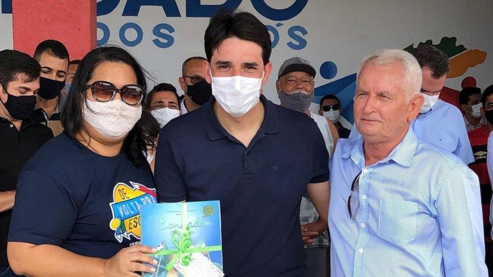 Ao lado do Prefeito Cassiano, deputado Silvio Costa Filho realiza entregas em Condado