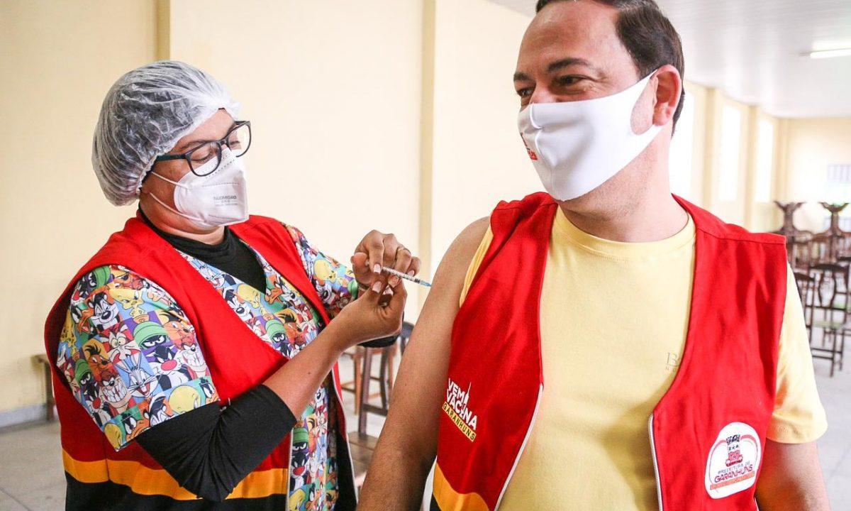 Entre cidades com mais de 100 mil habitantes, Garanhuns tem o maior percentual do Estado com o esquema vacinal completo contra a Covid-19