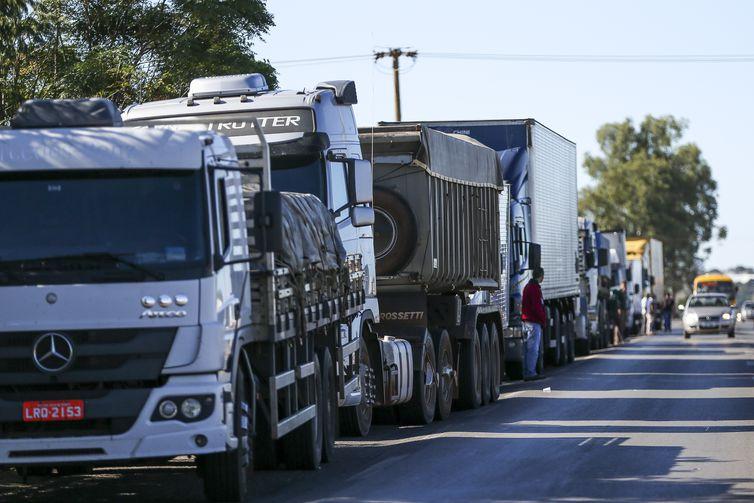 """Caminhoneiros ameaçam realizar paralisação após aumento de 9% no preço do diesel: """"Tem vários motoristas querendo parar"""", diz um dos representantes"""