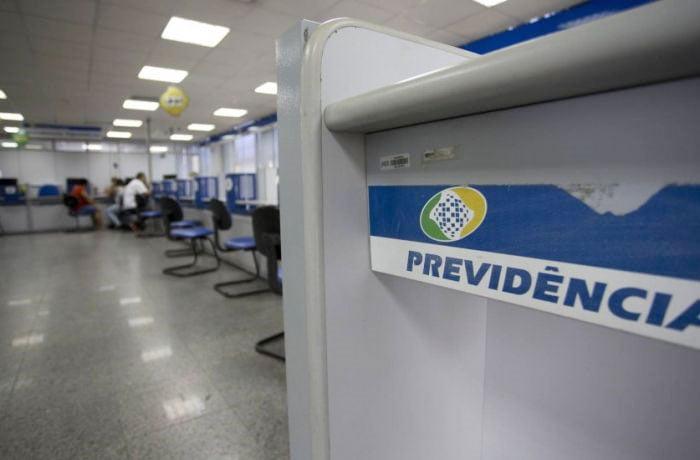 Congresso derruba veto de Bolsonaro e prova de vida do INSS volta a ser suspensa; saiba detalhes da medida