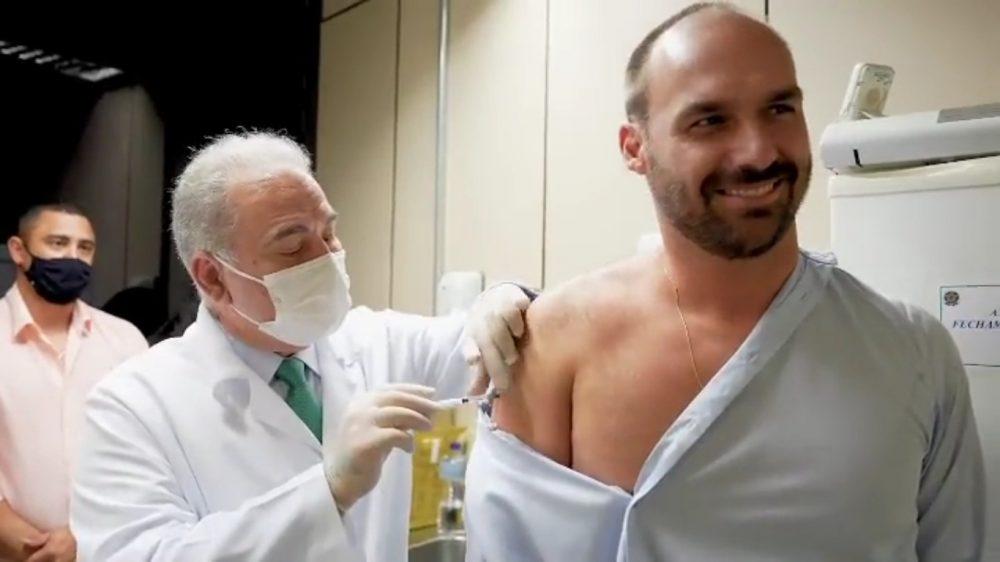 Ministério da Saúde autoriza aplicação de vacina contra Covid-19 e da gripe no mesmo dia; antes era preciso um intervalo de 15 dias