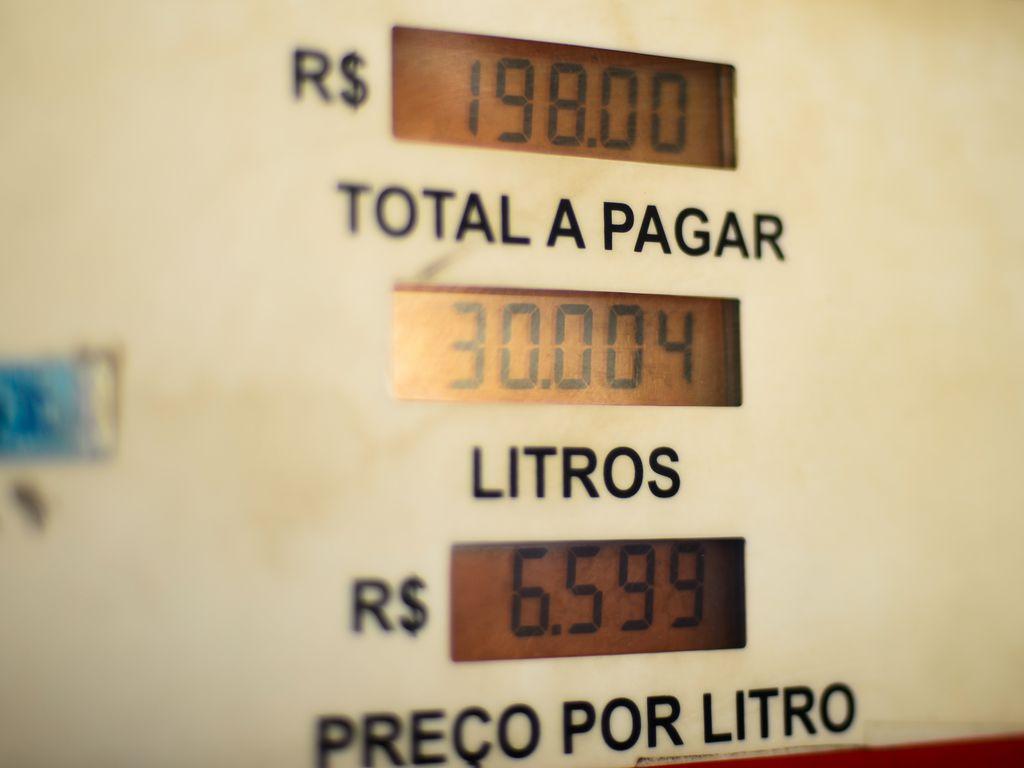 Valor médio da gasolina sobe pela 7ª semana seguida nos postos de combustíveis do país , diz ANP
