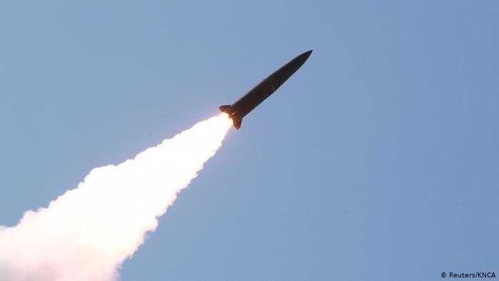 Coreia do Norte realiza testes e dispara míssil balístico para o mar do Japão
