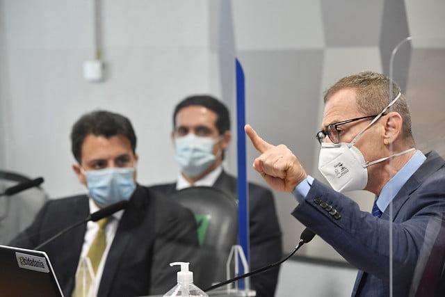 Na CPI da Pandemia, o senador Fabiano Contarato acusa empresário de homofobia e depoente é autuado