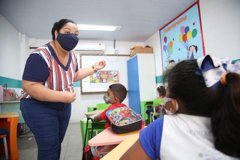 Prefeitura do Cabo paga mais de R$ 720 mil a professores para que realizem compras de livros na Bienal de Pernambuco