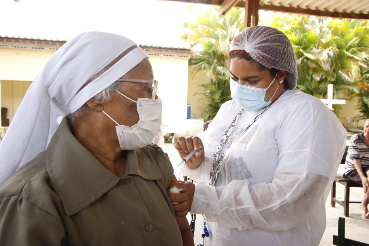 Cabo inicia vacinação de reforço contra Covid no início da Semana do Idoso no município