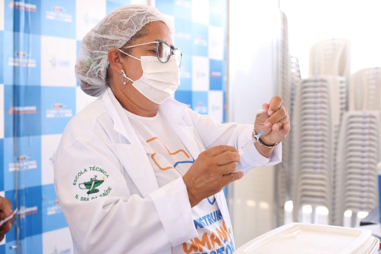 Cabo amplia aplicação de dose de reforço para todos os idosos do município; confira os pontos de vacinação